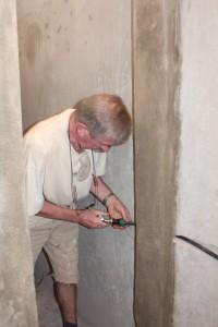 34. Dick bezig met de waterleidingen