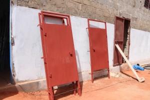 116. De deuren voor de toiletten